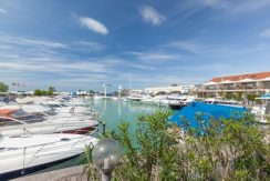 Exklusive Ferienwohnung mit großer Terrassenfläche direkt am Yachthafen