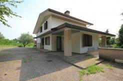 Gediegene Villa in idyllischer, sonniger und absolut ruhiger Fast-Alleinlage inmitten der Weinberge