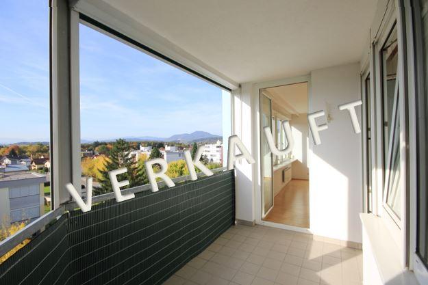 VERKAUFT – Schöne  Wohnung mit  Loggia und Garagenplatz in Aussichtslage
