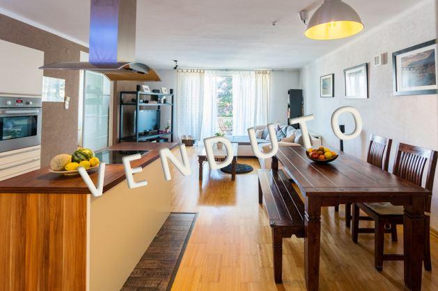 VENDUTO! Delizioso appartamento con balcone vicino a Infineon