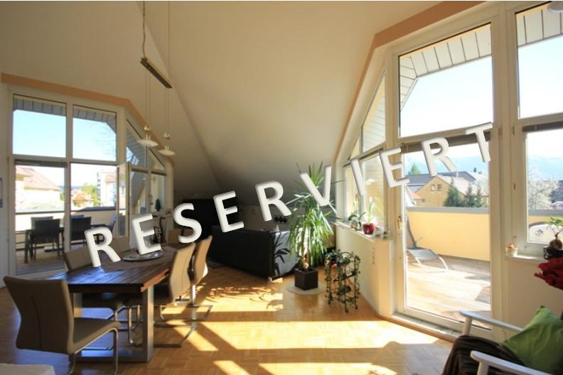 RESERVIERT – Lichtdurchflutete Dachgeschosswohnung in kleiner Wohnanlage