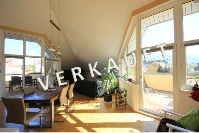 VERKAUFT – Lichtdurchflutete Dachgeschosswohnung in kleiner Wohnanlage