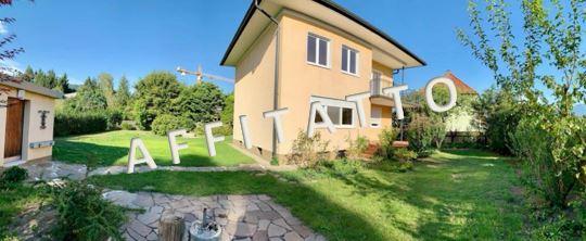 AFFITATTO – Villa in affitto con garage e giardino idilliaco bellissima posizione