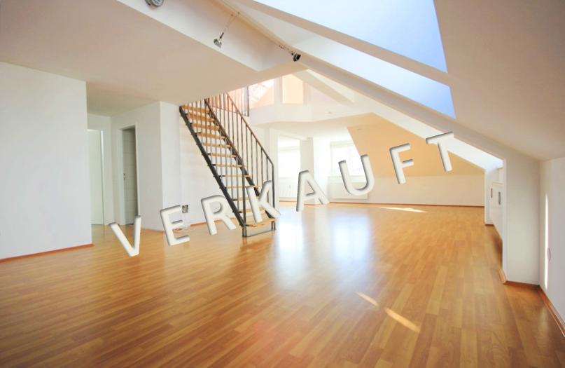 VERKAUFT – Neuwertige Dachgeschoss-Maisonette mit reizender Dachterrasse