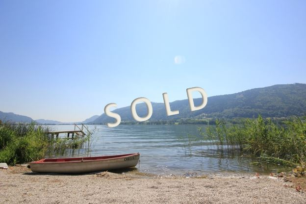 SOLD -Charming apartments at the lake, with terrace, garden and beach