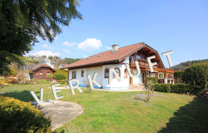 VERKAUFT – Gediegenes Landhaus mit Doppelgarage und Gartenholzhaus