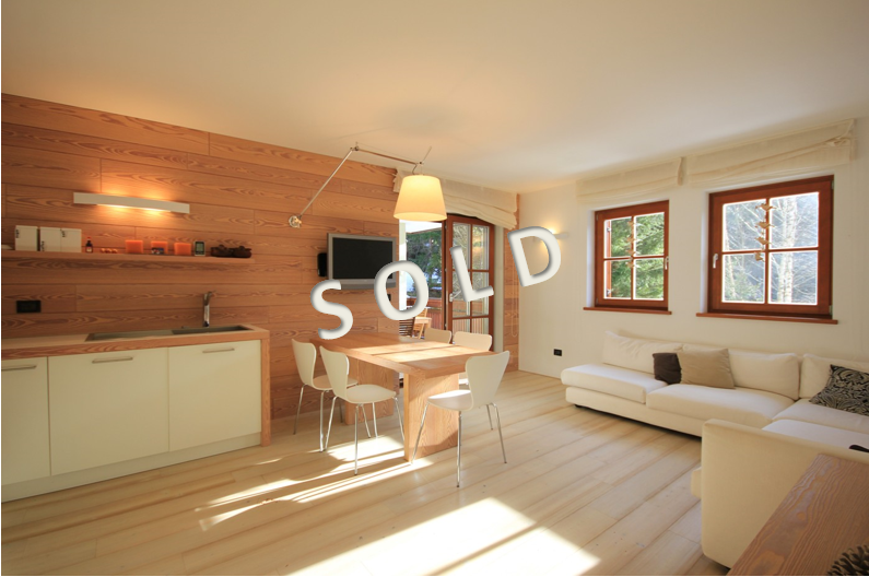 SOLD – Beautiful modern style apartment with terrace and garage near the slopes