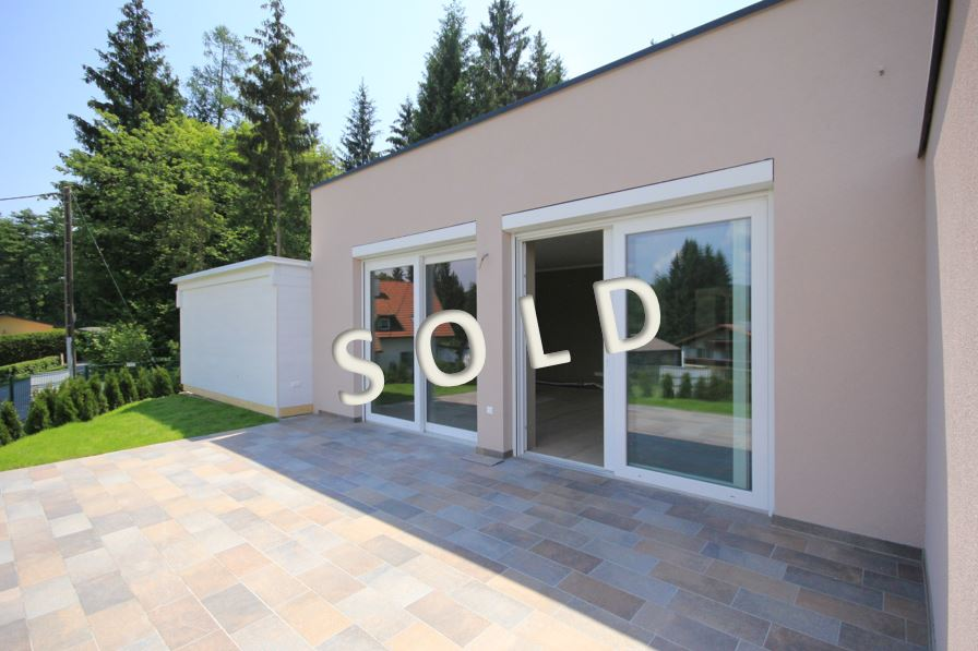 SOLD – Row house with terrace and garden