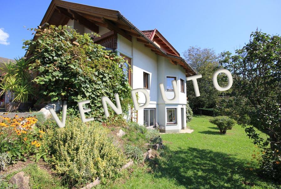 VENDUTO – Interessantes Renditeobjekt! Gepflegtes, großes Zweifamilienhaus