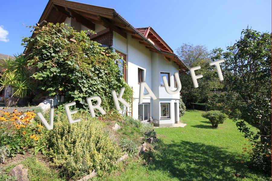 VERKAUFT – Interessantes Renditeobjekt! Gepflegtes, großes Zweifamilienhaus