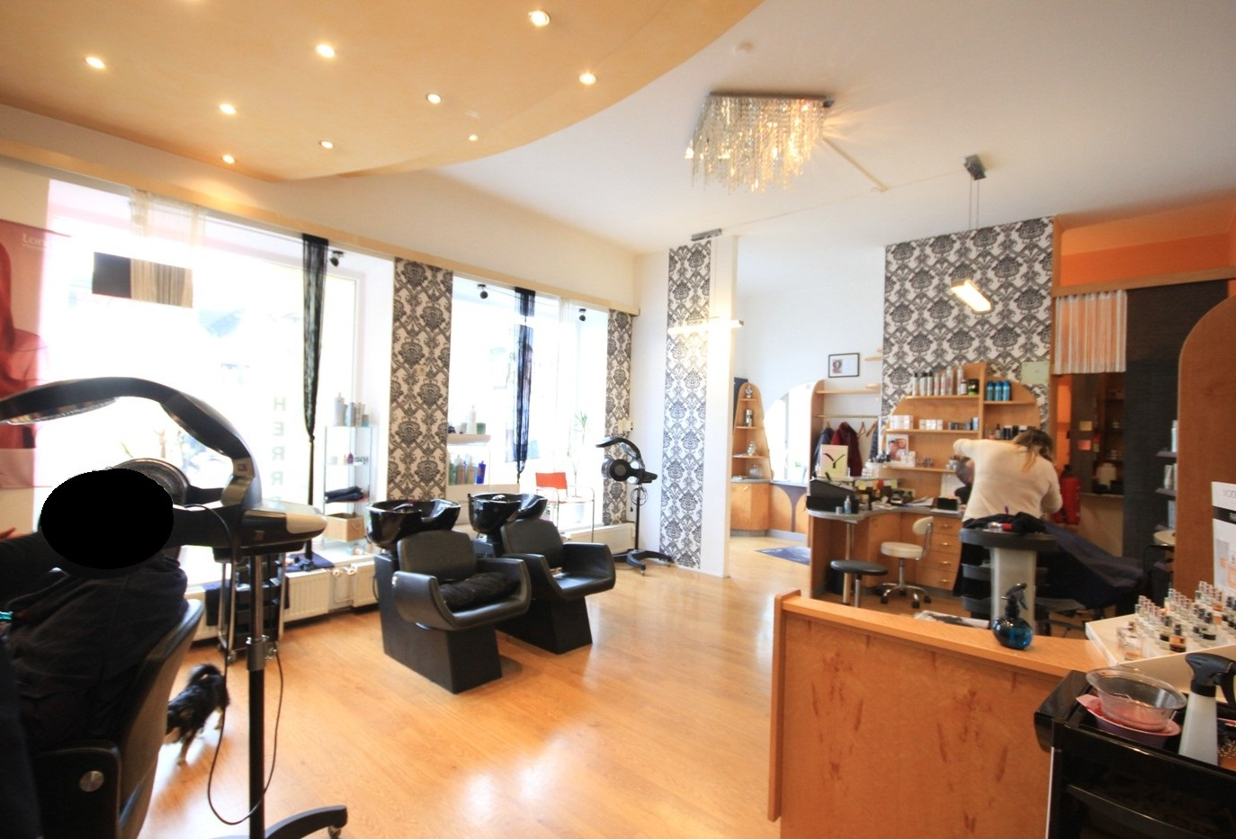 Barbershop with inventory in the city-centre