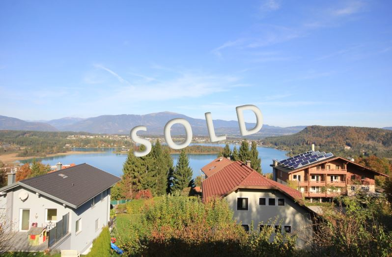 SOLD – Big house with 3 apartments and big terraces and balconies w