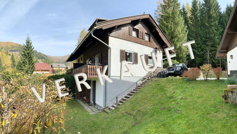 VERKAUFT – Nette, dreigeschossige Doppelhaushälfte in idyllischer Waldrandlage