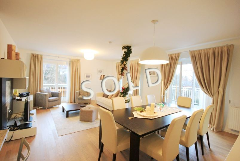 SOLD – Sophisticated 4-room-apartment with covered terrace and lake view