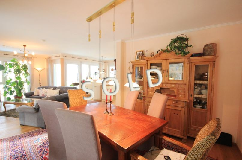 SOLD – Light flooded 4-room-apartment with big terrace and lake view