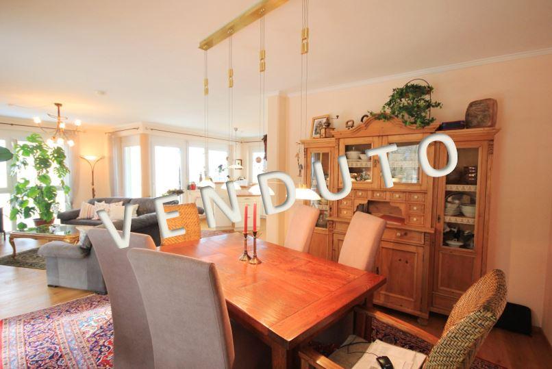 VENDUTO – Ausgesprochen schöne 4-Zimmer-Wohnung mit großer Seeblick-Terrasse
