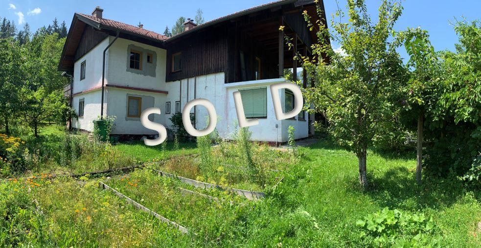 SOLD-Renovierungsbedürftiges Wohnhaus mit Stallnebengebäude für Bastler