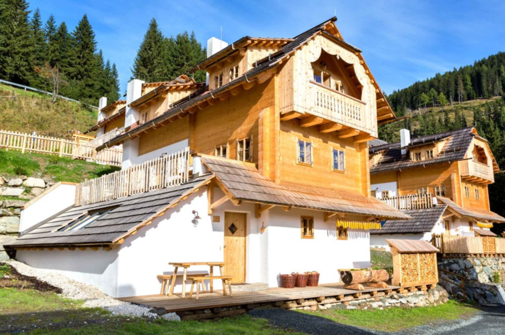 Chalet de luxe with  swimming pond