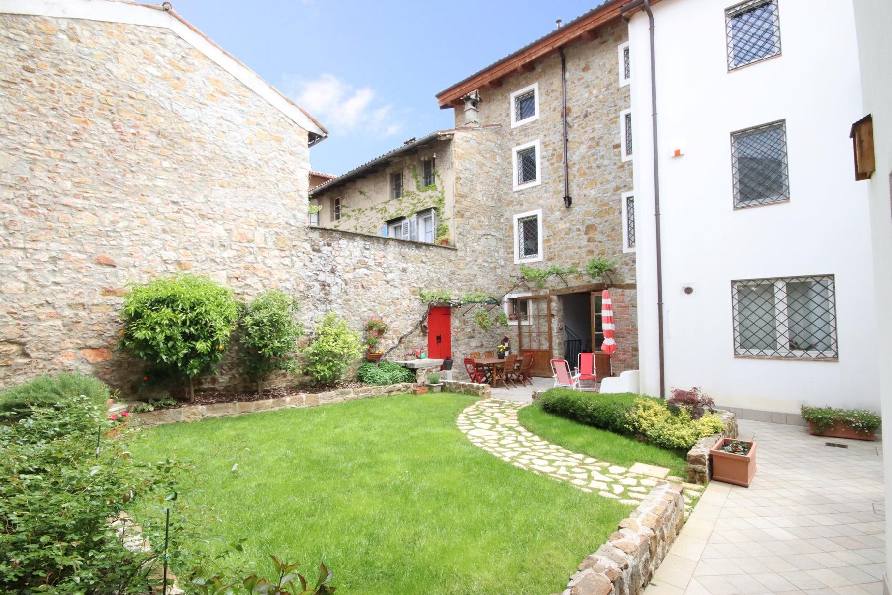 Elegante Palazzo con due unità abitative nel cuore del bellissimo borgo storico di Cormons