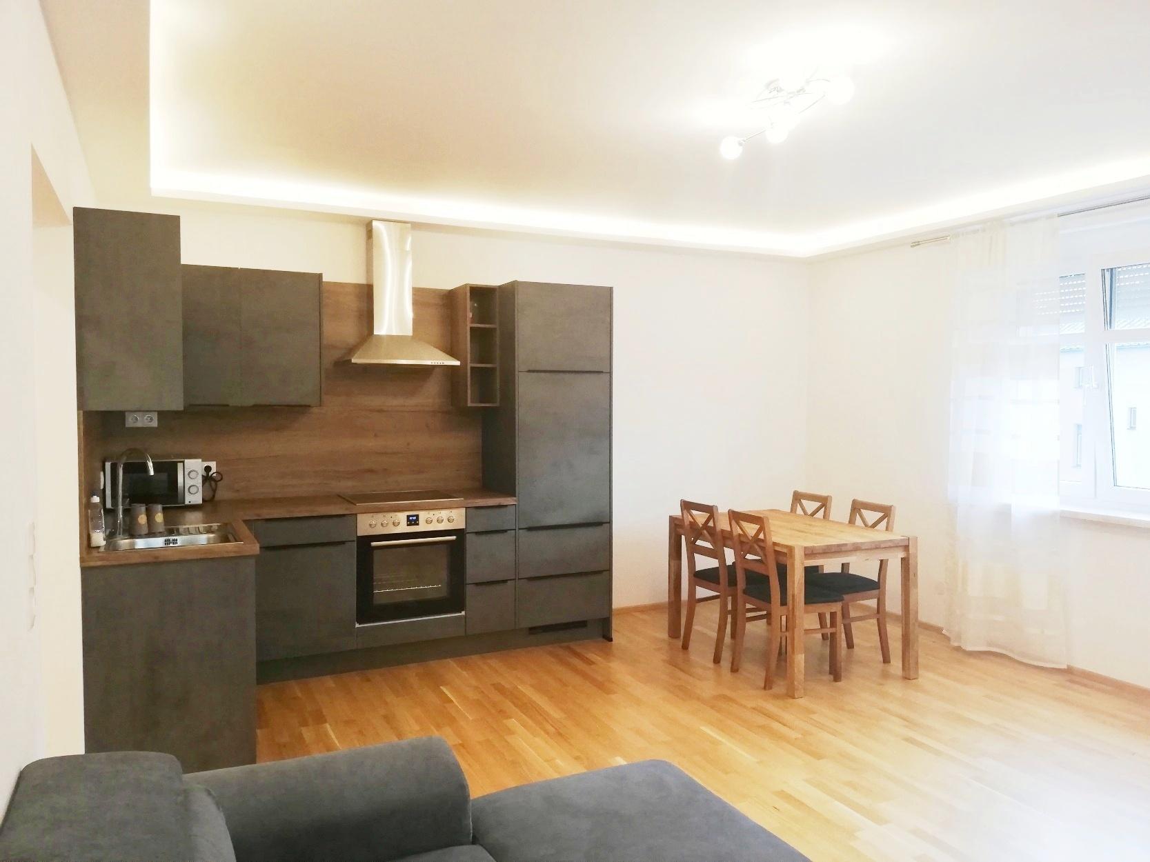 Schöne, komplett sanierte 3-Zimmer-Mietwohnung mit Loggia