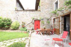 cortile interno con terrazza