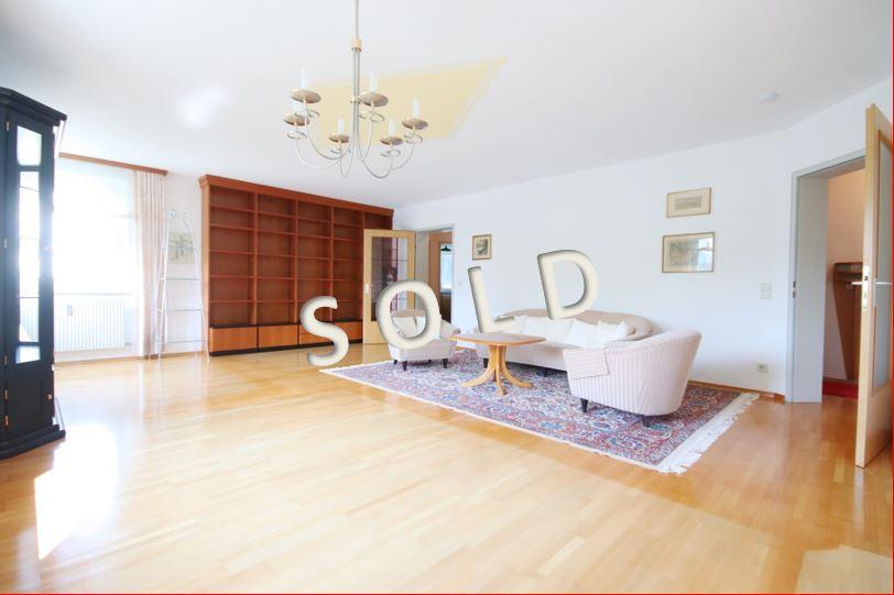SOLD – Schöne, sehr gepflegte und geräumige 3-Zimmer-Eigentumswohnung mit verglaster Loggia