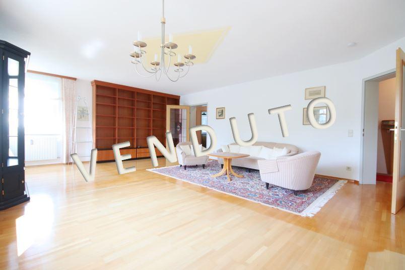 VENDUTO – Schöne, sehr gepflegte und geräumige 3-Zimmer-Eigentumswohnung mit verglaster Loggia