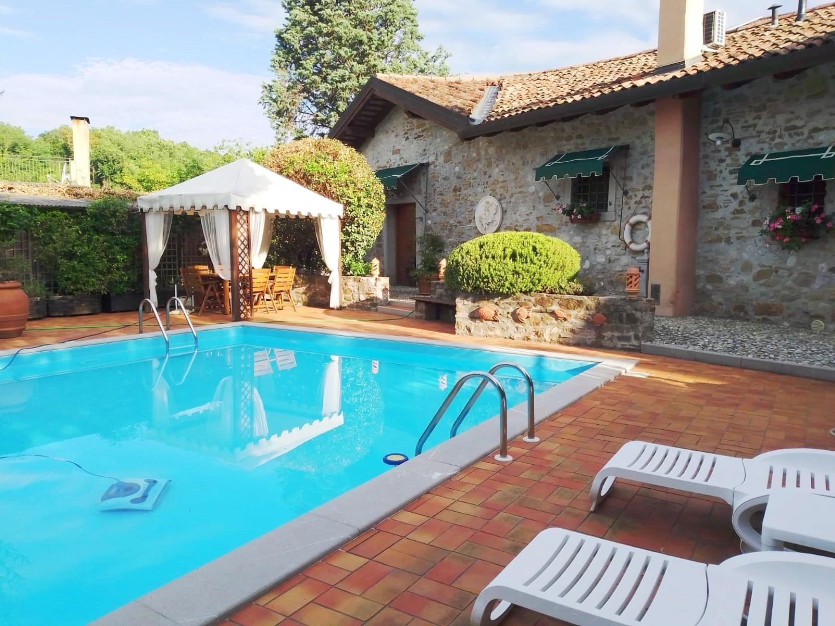 Herrschaftliches Domizil -Villa mit Dependance und traumhafter Innenhof-Parkanlage samt Swimmingpool